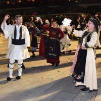 Βραδιά Γρεβενών με πολλά χορευτικά στην κεντρική πλατεία Κοζάνης – Δείτε βίντεο και φωτογραφίες