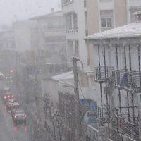 Δυνάμωσε η χιονόπτωση στην πόλη της Κοζάνης – Δείτε το βίντεο