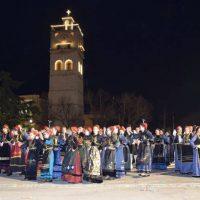 Μεγάλη βραδιά Βοΐου με τη συμμετοχή 11 Συλλόγων στην κεντρική πλατεία Κοζάνης – Δείτε βίντεο και φωτογραφίες