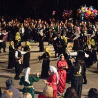Αφιέρωμα στην Μικρά Ασία και τους χορούς της στην κεντρική πλατεία Κοζάνης – Δείτε βίντεο και φωτογραφίες