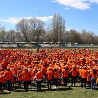 """1.702 παιδιά έσπασαν το ρεκόρ γκίνες στο """"Παζλ του αυτισμού"""" στην Καστοριά – Δείτε φωτογραφίες"""