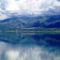 Δήμαρχος Βελβεντού: «Κοχλάζουν τα νερά της λίμνης από τα σχέδια για πλωτά φωτοβολταϊκά»