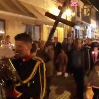 Η περιφορά του επιταφίου στο Βελβεντό – Δείτε το βίντεο