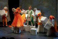 Η παιδική παράσταση της Κάρμεν Ρουγγέρη «Το βαλς με τα παραμύθια» στην Κοζάνη