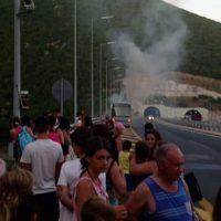 Φωτιά σε τουριστικό λεωφορείο στην Εγνατία Οδό που μετέφερε επιβάτες στην Κοζάνη – Δείτε το βίντεο