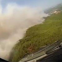 """Οι """"καμικάζι"""" των Καναντέρ στη φωτιά της Εύβοιας: Βίντεο που κόβει την ανάσα"""