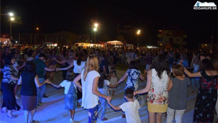 Δεν έπεφτε καρφίτσα στη δημοτική βραδιά στα Πλατάνια Κοζάνης – Δείτε βίντεο και φωτογραφίες