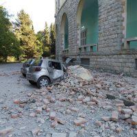 Σεισμός στην Αλβανία: Δεκάδες τραυματίες και κτίρια κομμένα στη μέση – Ο ισχυρότερος των τελευταίων 20 ετών