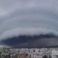 Shelf cloud: Τι είναι το εντυπωσιακό φαινόμενο που κάλυψε τον ουρανό της Αττικής – Δείτε φωτογραφίες