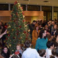 Γέμισε με παιδιά η Βιβλιοθήκη Κοζάνης στο άναμμα του Χριστουγεννιάτικου δέντρου – Δείτε φωτογραφίες