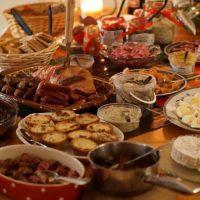 Έρευνα τιμών για το κόστος του Χριστουγεννιάτικου Τραπεζιού – Πόσο θα κοστίσει φέτος στους καταναλωτές