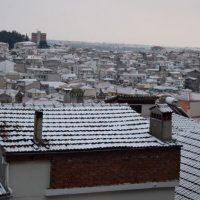 Ασθενής χιονόπτωση, τσουχτερό κρύο και ισχυροί άνεμοι στην Κοζάνη