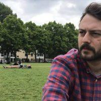 Ο Κοζανίτης ηθοποιός Παντελής Βασιλόπουλος μιλά για την εμφάνισή του στη σειρά «Άγριες Μέλισσες», για την καλλιτεχνική του πορεία και για την Κοζάνη