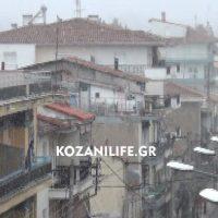 Ξεκίνησε χιονόπτωση στην πόλη τη Κοζάνης – Δείτε το βίντεο