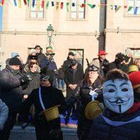 Με 8 παρέες και πολύ κέφι τα Μπουμπουσάρια της Σιάτιστας – Δείτε την παρέλαση