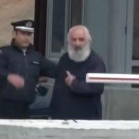 Σέρρες: Διαμαρτυρήθηκαν για τη λειτουργία των διοδίων κόβοντας κορδέλα και βασιλόπιτα – Δεν υπολόγισαν τον οργισμένο ιερέα!