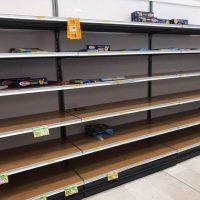 Κοροναϊός – Ιταλία: Σκηνές χάους! Αδειάζουν τα ράφια των σούπερ μάρκετ – Αυξάνονται τα κρούσματα