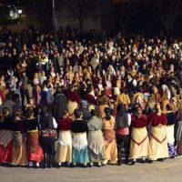 Εντυπωσιακή Ποντιακή βραδιά στις εκδηλώσεις της Κοζανίτικης Αποκριάς στην κεντρική πλατεία – Δείτε βίντεο και φωτογραφίες