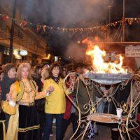 Τα χορευτικά στην κεντρική πλατεία Κοζάνης το βράδυ της Τετάρτης – Μεγάλο γλέντι στον Φανό Αριστοτέλους – Δείτε βίντεο και φωτογραφίες