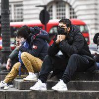 Γιατί οι Βρετανοί δεν κλείνουν τα σχολεία και δεν ακολουθούν τον Ευρωπαϊκό τρόπο απέναντι στον κορονοϊό;