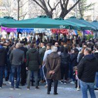 Κυριακή Αποκριάς μεσημέρι στην Κοζάνη: Διασκέδαση με πολύ κόσμο και χάλκινα στα μαγαζιά της πόλης – Δείτε βίντεο και φωτογραφίες