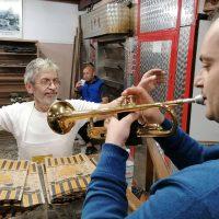 Κοζάνη: Βγήκαν οι λαγάνες με τη συνοδεία των χάλκινων στον φούρνο του Γιάννη Σιδέρη! Δείτε βίντεο και φωτογραφίες