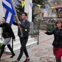 25η Μαρτίου στη Σιάτιστα: Παρέλαση έξω από την Εκκλησία του Αγίου Νικολάου Σιάτιστας – Δείτε το βίντεο