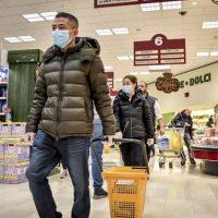 """Κορονοϊός – Ιταλία: Όλη η χώρα γίνεται """"κόκκινη ζώνη"""" – Επιδρομή στα σούπερ μάρκετ"""