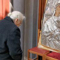 Σιάτιστα: Το συγκινητικό βίντεο με την παράκληση 93χρονης στην Παναγία για τον κορονοϊό