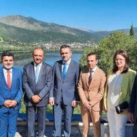 Ενημέρωση για τα αναπτυξιακά χρηματοδοτικά προγράμματα από τον Γ. Κασαπίδη στην Καστοριά παρουσία του Υφυπουργού Μακεδονίας Θράκης Θ. Καράογλου