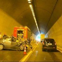 Τροχαίο ατύχημα με φορτηγό και ΙΧ μέσα σε τούνελ της Εγνατίας Οδού έξω από τη Βέροια