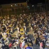 Πλήθος κόσμος με τα απαραίτητα μέτρα ασφαλείας στο γλέντι με τον Γιάννη Καψάλη στη Λευκοπηγή Κοζάνης – Δείτε το βίντεο