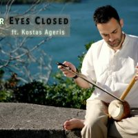 «Με τα μάτια κλειστά»: Αυτό είναι το καλοκαιρινό single του Κώστα Αγέρη