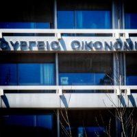 Εκτροχιάστηκε, λόγω κορονοϊού, ο προϋπολογισμός – Έλλειμμα 6,1 δισ. ευρώ αντί για πλεόνασμα 313 εκατ. ευρώ
