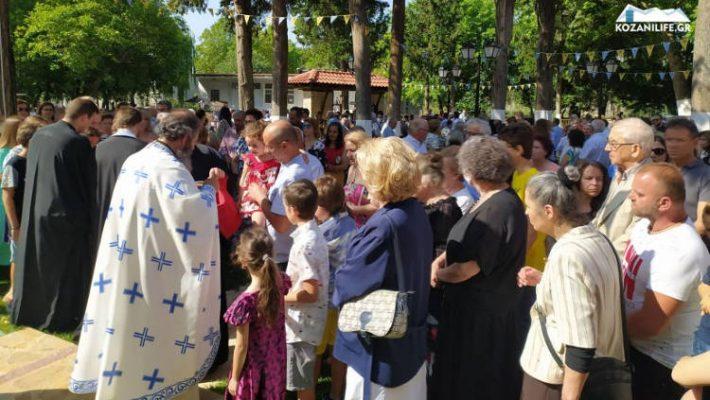 Με θρησκευτική κατάνυξη η εορτή της Κοιμήσεως της Θεοτόκου στην Κοζάνη – Πλήθος πιστών στο ομώνυμο ξωκλήσι – Δείτε φωτογραφίες