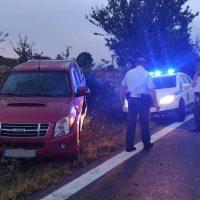 Εκτροπή αυτοκινήτου στην Εθνική Οδό Κοζάνης – Λάρισας στο ύψος του αεροδρομίου Κοζάνης – Δείτε βίντεο και φωτογραφίες