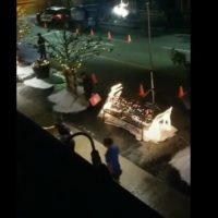 Βίντεο: Χιονίζει κατακαλόκαιρα σε γειτονιά της Λάρισας! Γυρίζεται χολιγουντιανή ταινία έξω από την πόρτα τους
