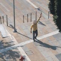 """""""Μετανοείτε χριστιανοί"""": Γύριζε με τον σταυρό στο χέρι στην κεντρική πλατεία της Κοζάνης – Δείτε φωτογραφίες"""