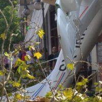 Έπεσε μονοκινητήριο αεροπλάνο σε πρόσοψη σπιτιού στην Πρώτη Σερρών!