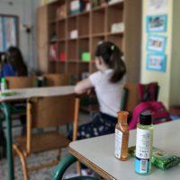 Στο σχολείο ξανά με τη μάσκα υποχρεωτικά και με την ελπίδα από τον κορωνοϊό μακριά – Της Αναστασίας Καρανίκα