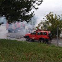 Φωτιά σε σταθμευμένο αυτοκίνητο ασθενούς στον χώρο στάθμευσης του νοσοκομείου Πτολεμαΐδας