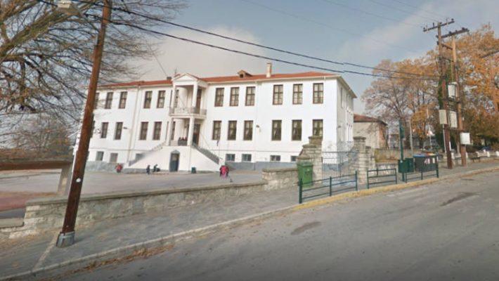 Διαμαρτυρία στο Δημοτικό Σχολείο Βελβεντού για τα νέα μέτρα στα σχολεία κατά του κορονοϊού