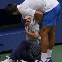 US Open: Αποβλήθηκε ο Νόβακ Τζόκοβιτς επειδή χτύπησε την επόπτρια γραμμής με μπαλάκι