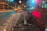 Τροχαίο ατύχημα στην Κοζάνη: Οδηγός αυτοκινήτου «ισοπέδωσε» πινακίδα στο πέρασμά του και έφυγε – Δείτε φωτογραφίες