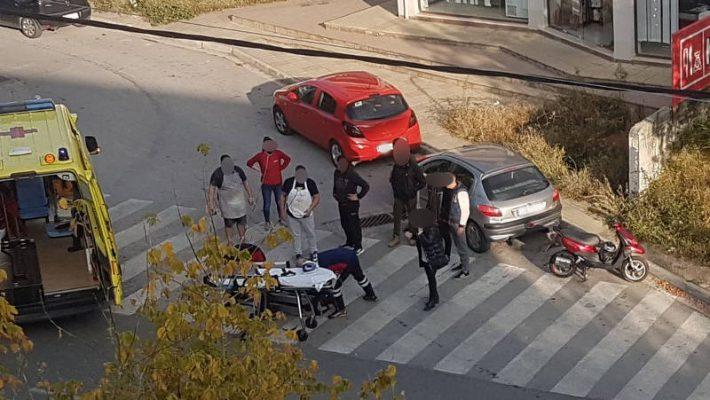 Τροχαίο ατύχημα στην Κοζάνη στην οδό Φιλίππου: Αυτοκίνητο παρέσυρε μηχανάκι – Δείτε φωτογραφία