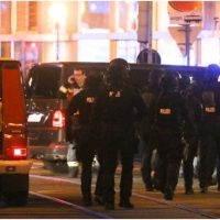 Τρομοκρατική επίθεση στη Βιέννη: Μακελειό, πυροβολισμοί και ομηρία – Τουλάχιστον 7 νεκροί