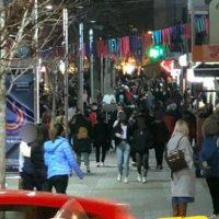 Πλήθος κόσμου στο κέντρο της Κοζάνης την Παρασκευή 26/2 με σύμμαχο τον καλό καιρό – Δείτε φωτογραφίες