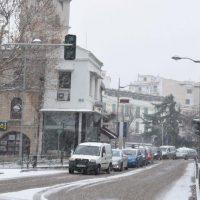 80 εκχιονιστικά μηχανήματα παντός τύπου επιχειρούν στη Δυτική Μακεδονία για να αντιμετωπιστεί το νέο ισχυρό κύμα χιονοπτώσεων