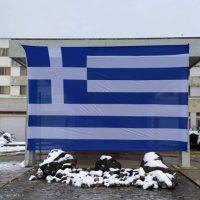 Μια μεγάλη Ελληνική σημαία τοποθετήθηκε από πολίτη της Πτολεμαΐδας στο Μποδοσάκειο Νοσοκομείο