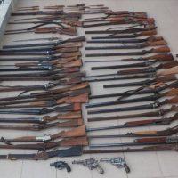 Συνελήφθη 59χρονος σε περιοχή της Ημαθίας με 47 κυνηγετικά όπλα, περίστροφα, ξιφολόγχες και πυροκροτητές